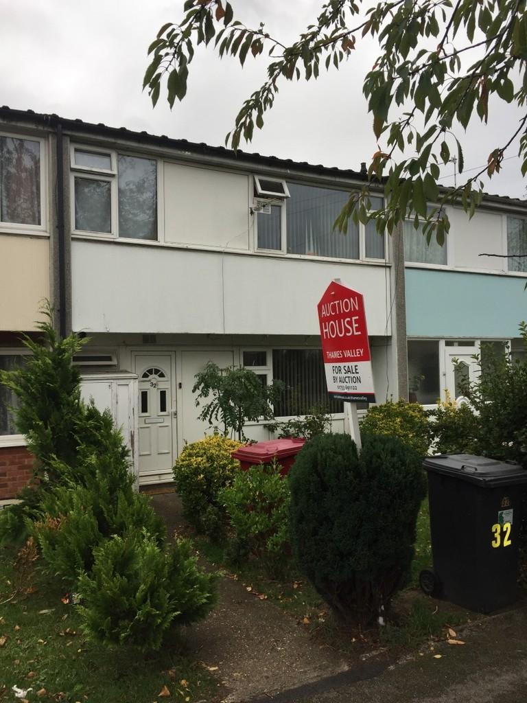 3 Bedrooms Terraced House for sale in Cotswold Close, Slough