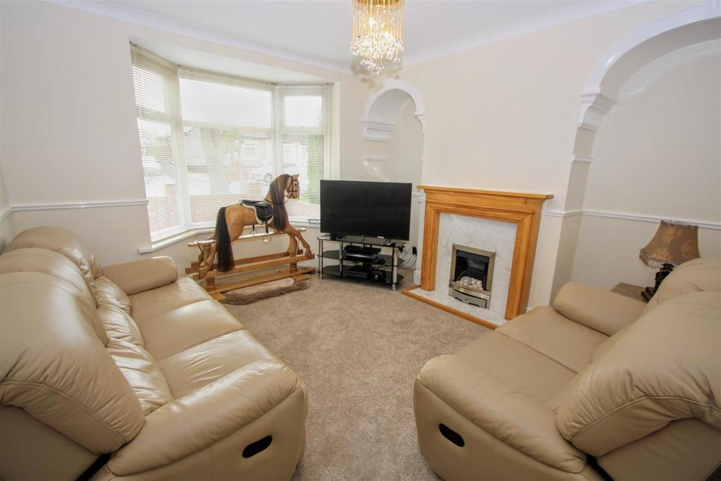 2 Bedrooms Semi Detached House for sale in Whinfield Road, Darlington