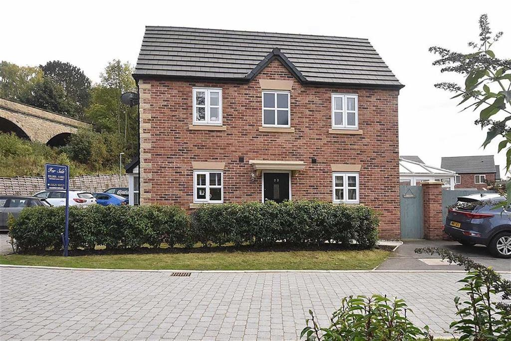 3 Bedrooms Semi Detached House for sale in Leat Place, Bollington, Macclesfield
