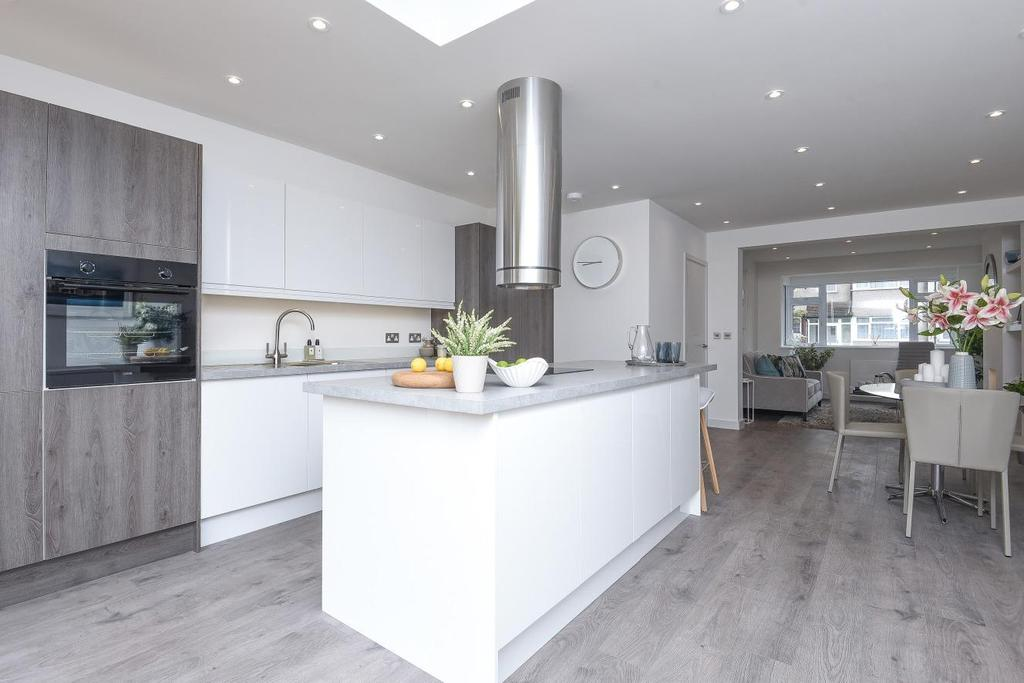4 Bedrooms Terraced House for sale in Windermere Road, Streatham