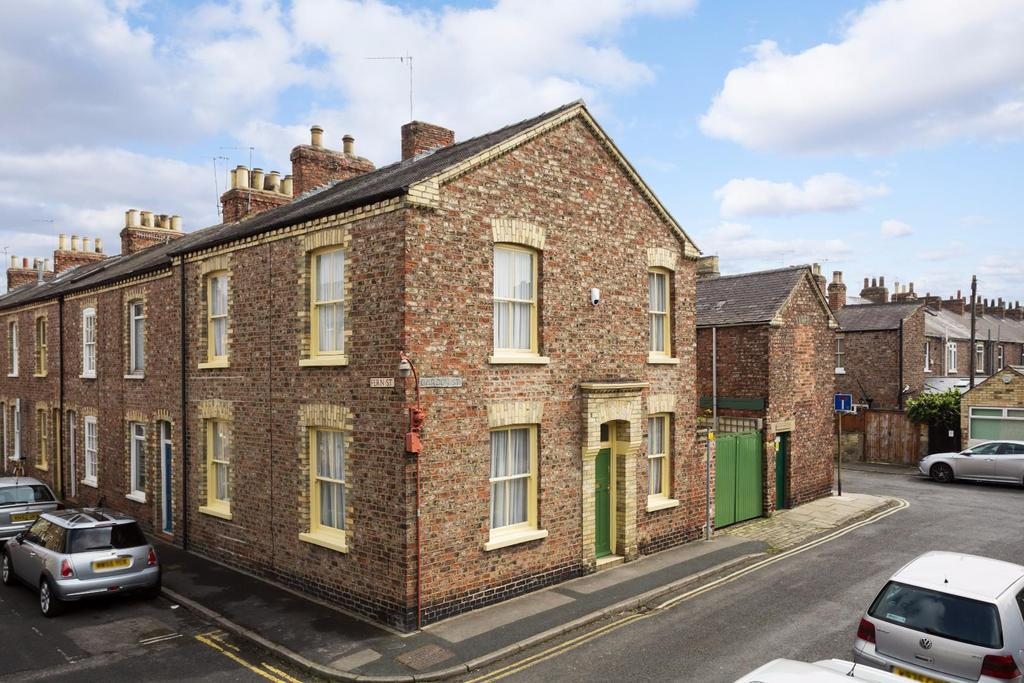 3 Bedrooms Terraced House for sale in Garden Street, Off St Johns Street, York
