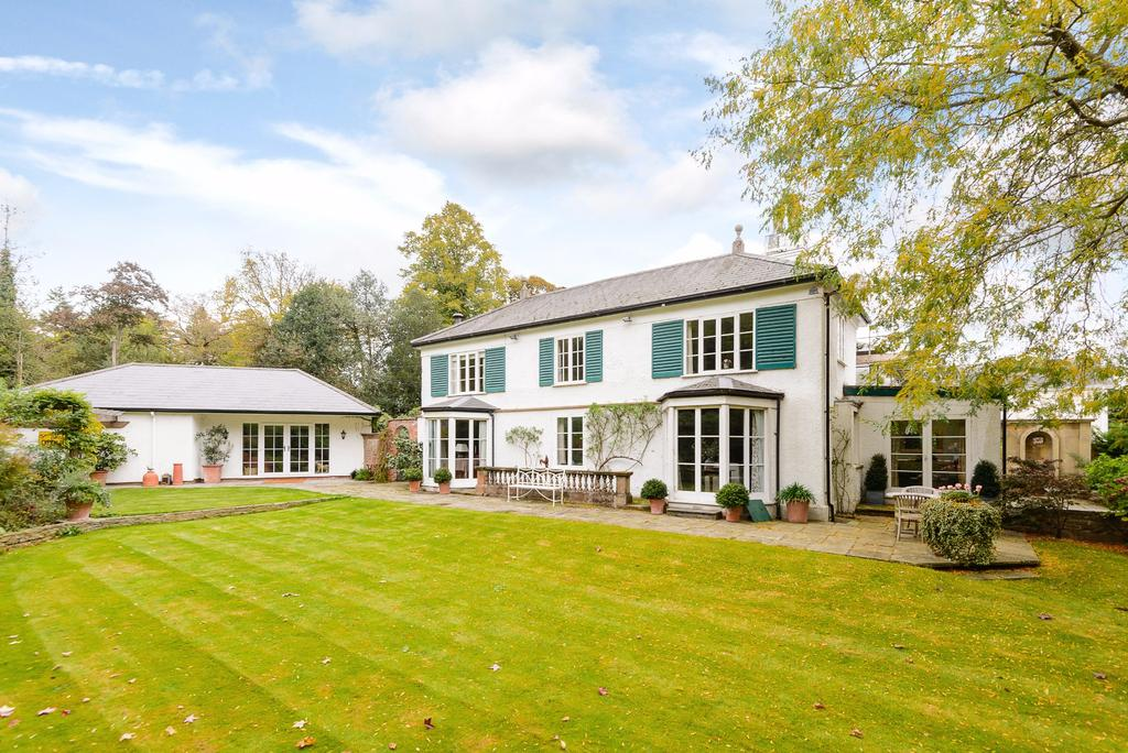 4 Bedrooms Detached House for sale in Coopers Hill Lane, Englefield Green, Surrey.