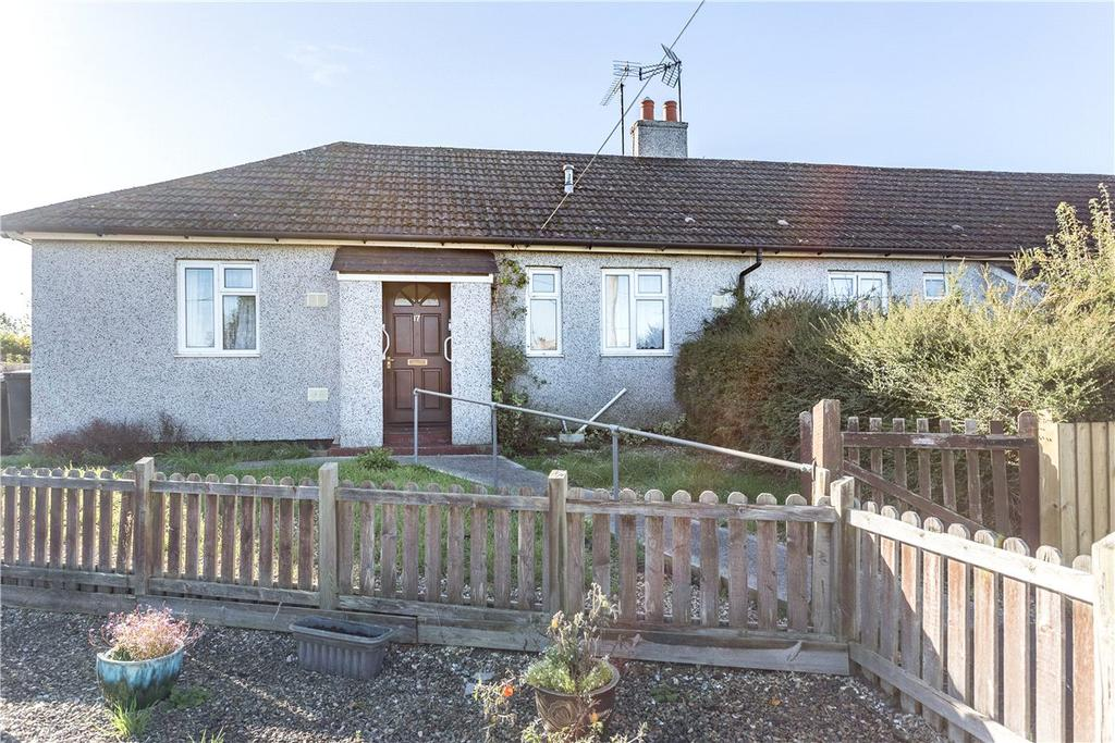 2 Bedrooms Bungalow for sale in The Knapp Close, Collingbourne Ducis, Marlborough, Wiltshire, SN8