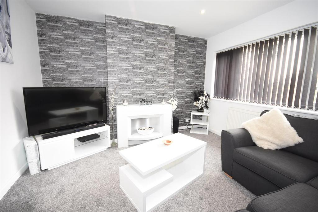 3 Bedrooms Semi Detached House for sale in Grosvenor Way, Barton Seagrave, Kettering