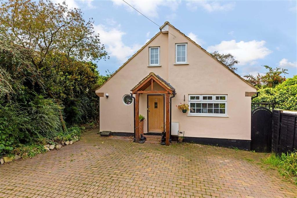4 Bedrooms Detached House for sale in Grasmere Road, Ware, Hertfordshire, SG12
