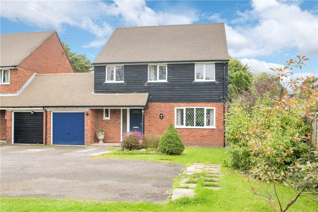 4 Bedrooms Detached House for sale in New Road, Walters Ash, High Wycombe, Buckinghamshire