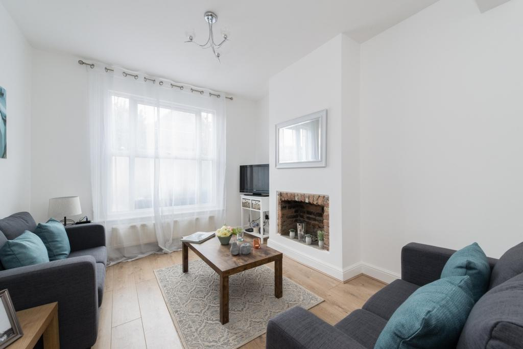 3 Bedrooms House for sale in Buchan Road, Nunhead, SE15