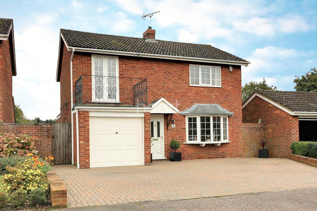 4 Bedrooms Detached House for sale in Cushing Close, Shipdham
