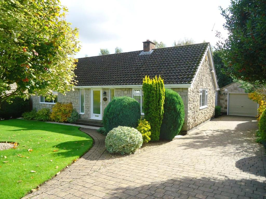 3 Bedrooms Detached Bungalow for sale in Feversham Road, Helmsley, York