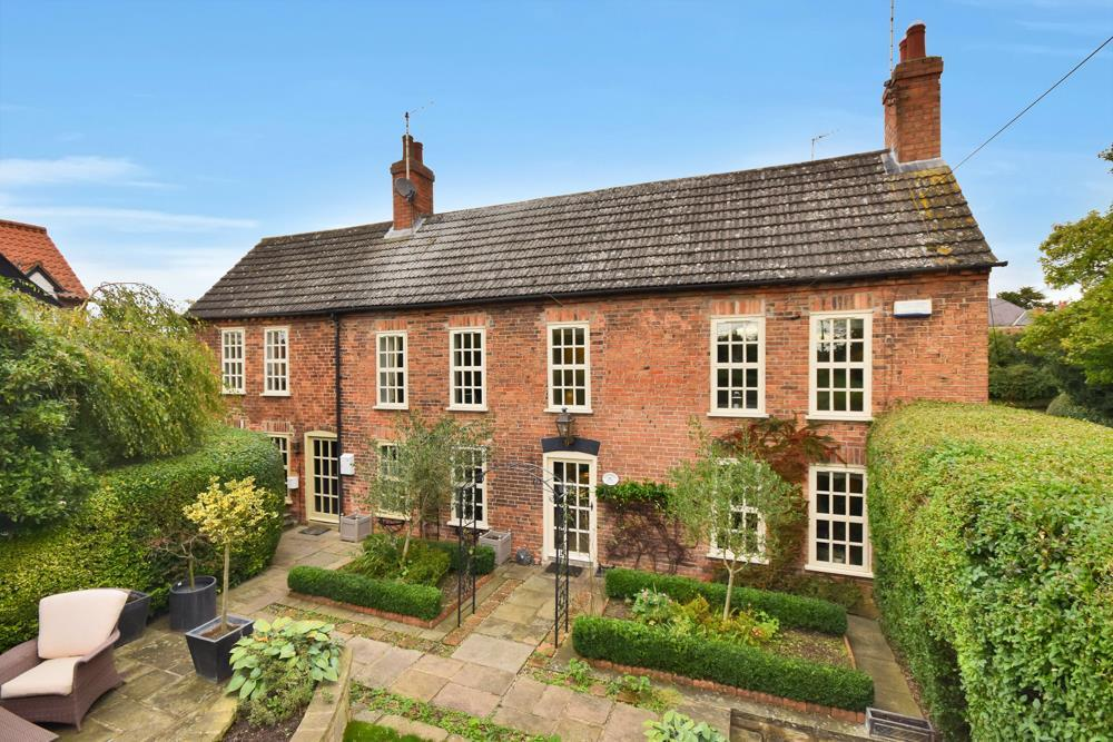 4 Bedrooms Detached House for sale in Kneeton Road, East Bridgford, Nottingham