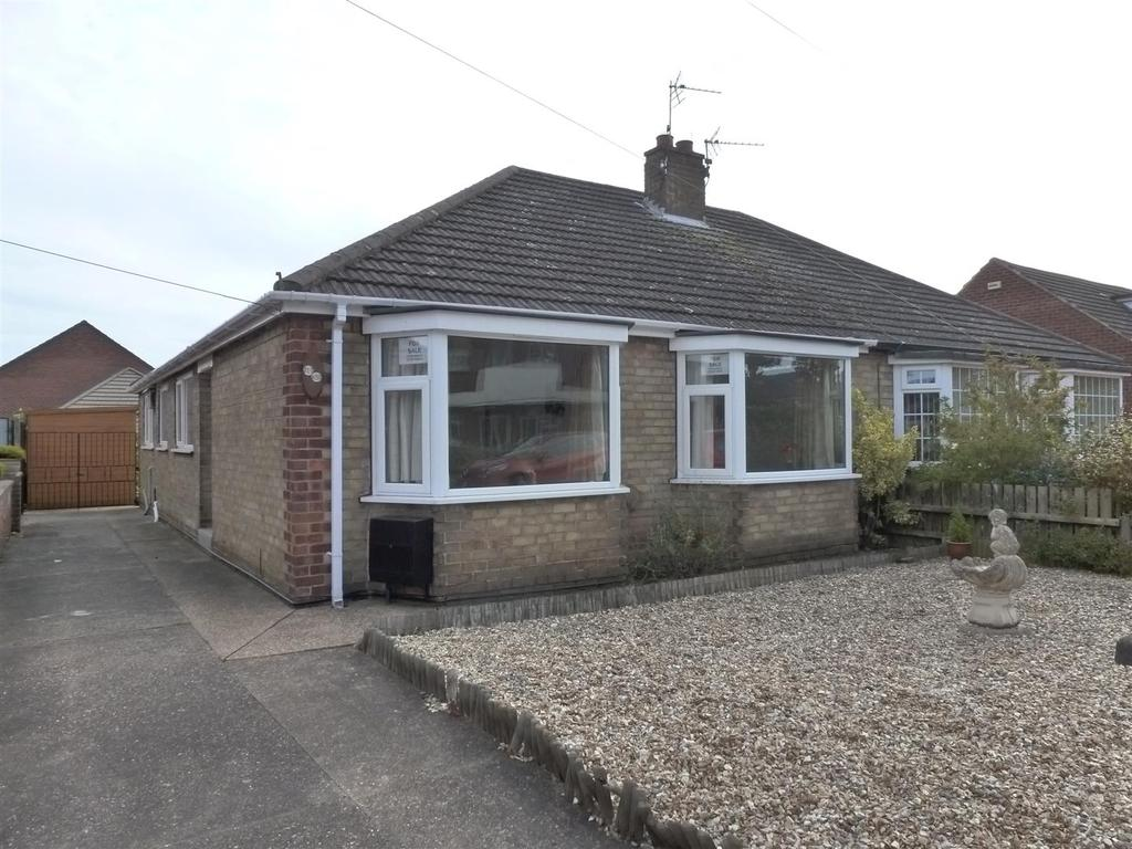 3 Bedrooms Semi Detached Bungalow for sale in Curzon Court, Cleethorpes
