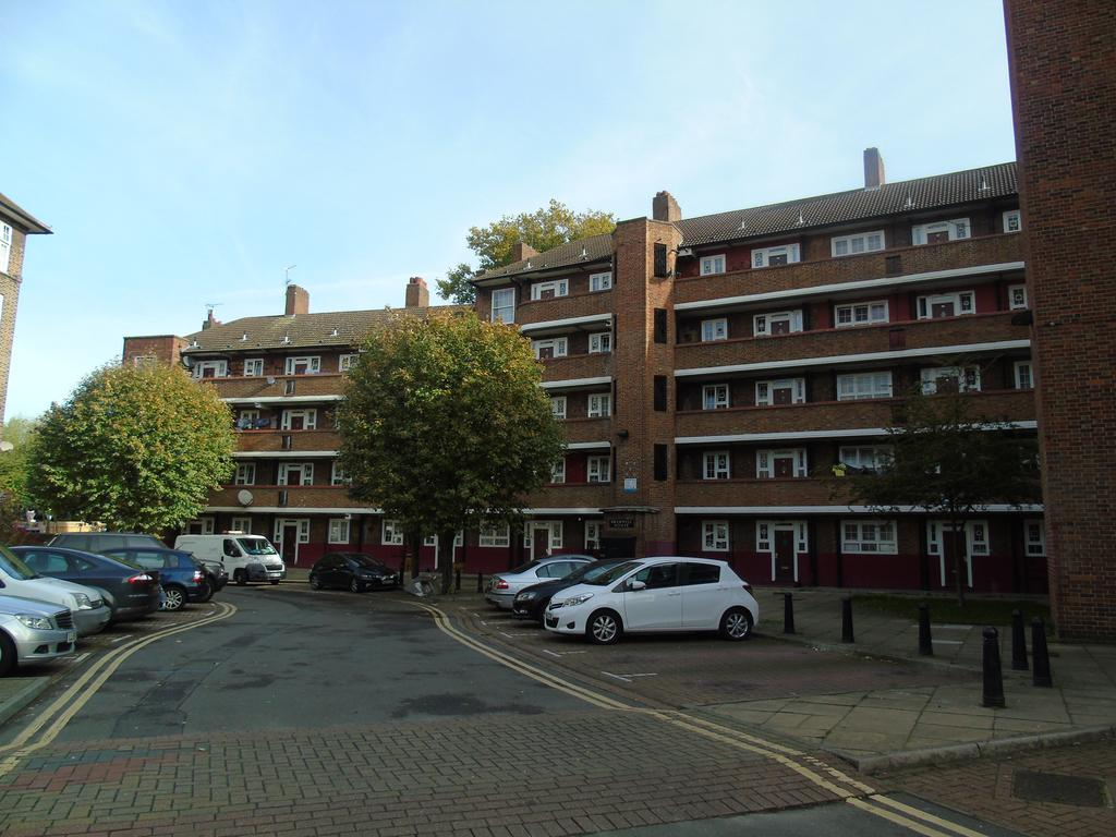 2 Bedrooms Flat for sale in HAPER ROAD , LONDON SE1