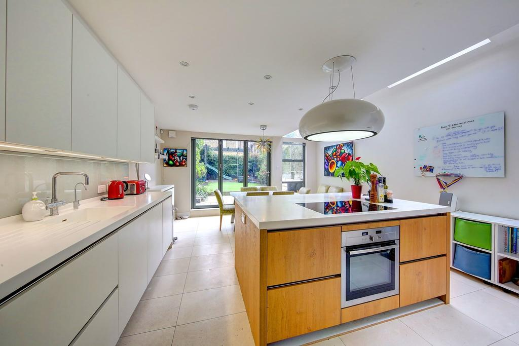 4 Bedrooms Terraced House for sale in Leathwaite Road, London, SW11