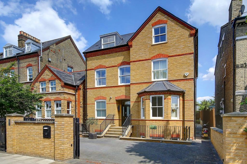 5 Bedrooms Detached House for sale in Rusham Road, London, SW12