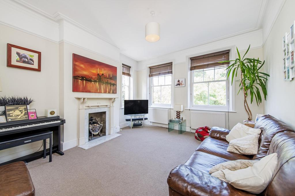 2 Bedrooms Flat for sale in Prince Of Wales Drive, SW11