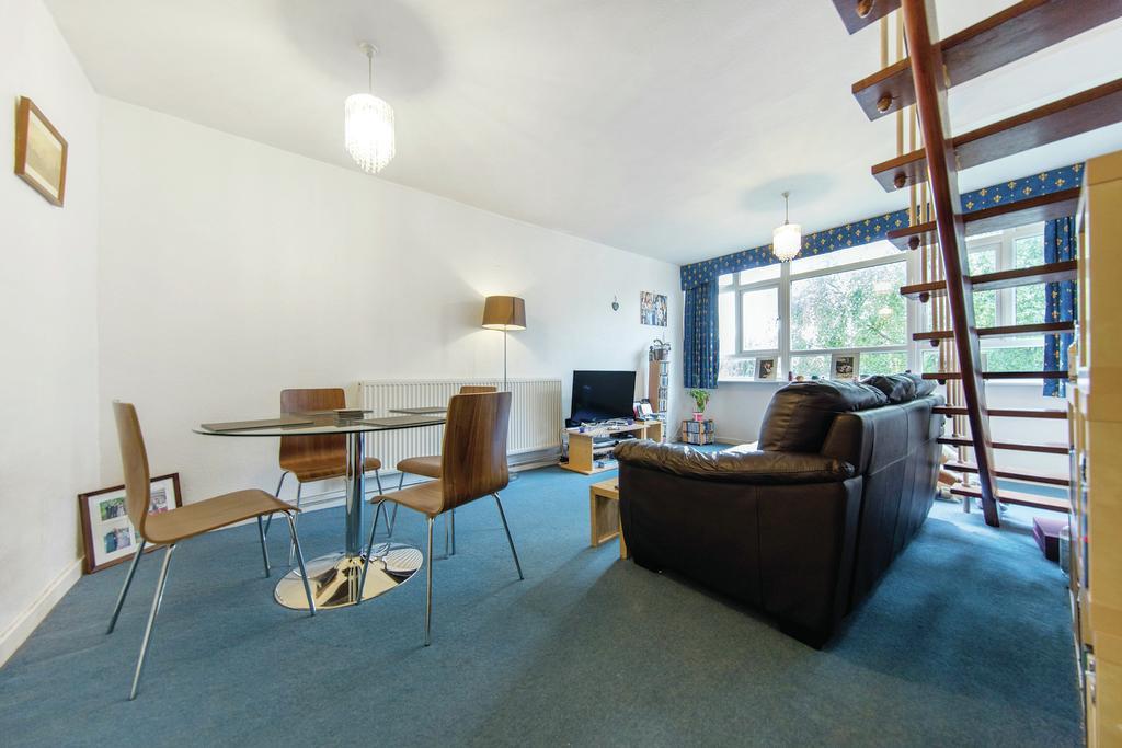 2 Bedrooms Flat for sale in Kersfield Road, SW15
