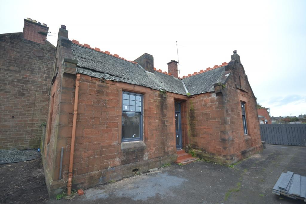 2 Bedrooms Detached Bungalow for sale in 39 Barassie Street, Troon, KA10 6LX