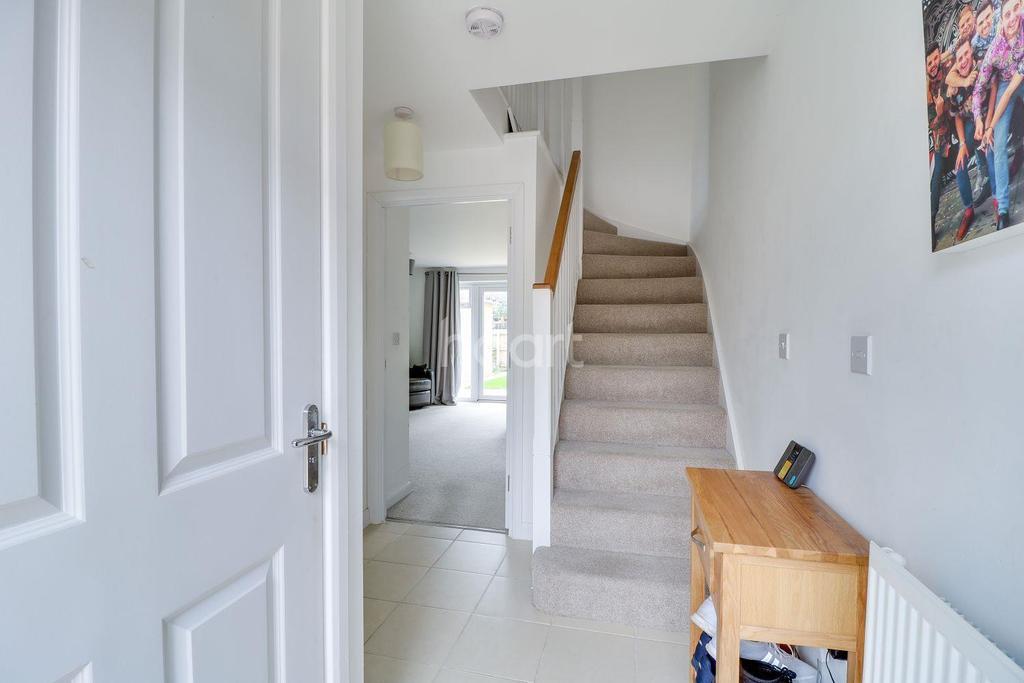 3 Bedrooms Semi Detached House for sale in Kingston Road, Benfleet