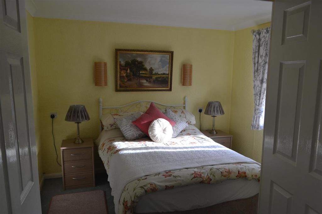 2 Bedrooms Bungalow for sale in Sunnybank, Lapley, Stafford
