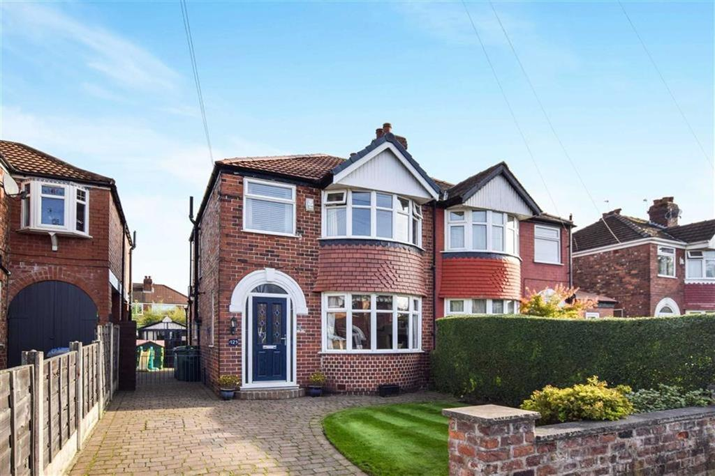 3 Bedrooms Semi Detached House for sale in Greenway Road, Timperley, Cheshire, WA15