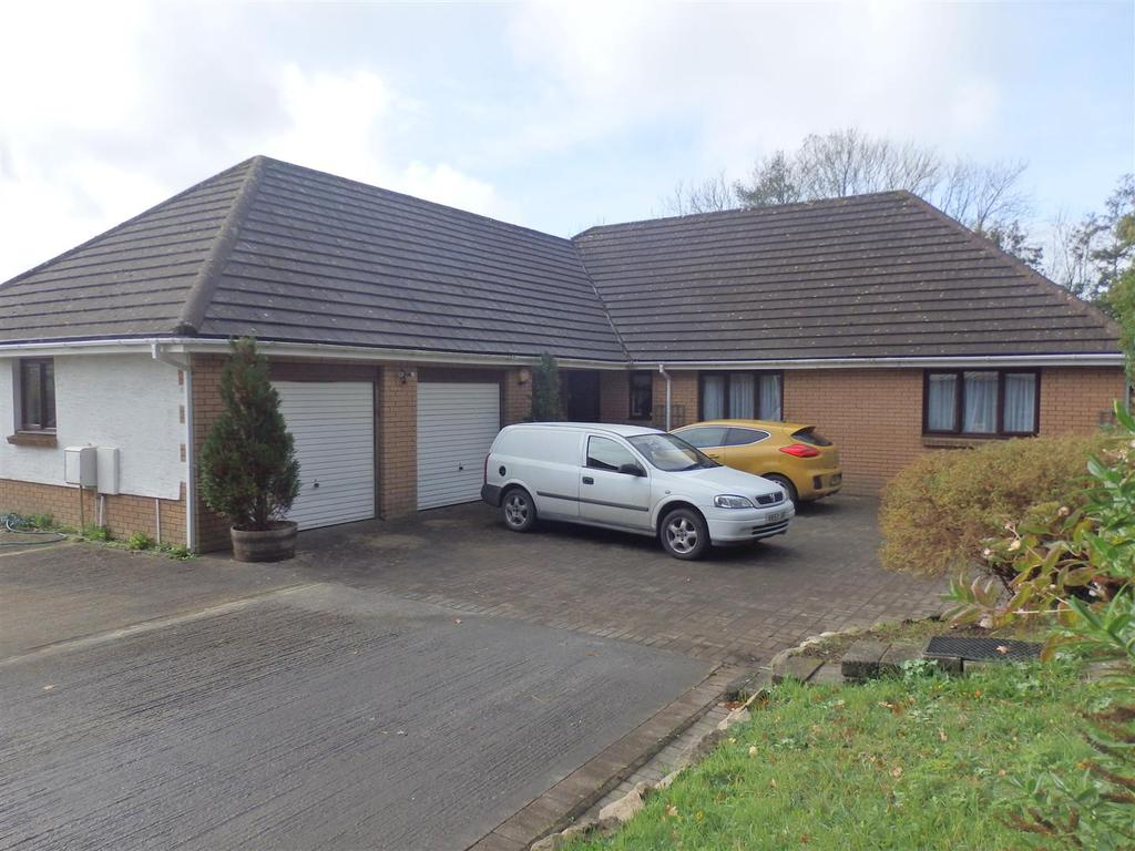 5 Bedrooms Detached Bungalow for sale in Heol Mansant, Pontyates, Llanelli