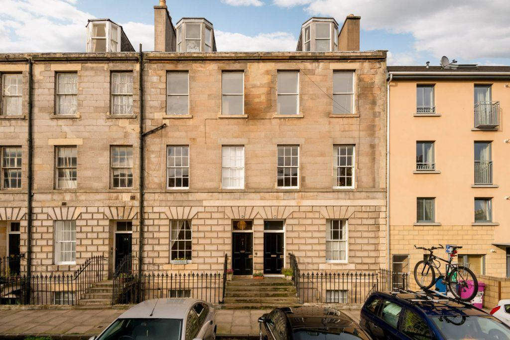 2 Bedrooms Ground Flat for sale in 27 Pitt Street, EDINBURGH, EH6 4BY