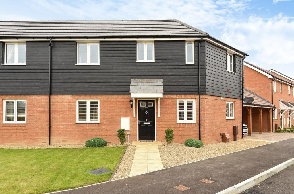 3 Bedrooms Semi Detached House for sale in Navigation Drive, Yapton, BN18