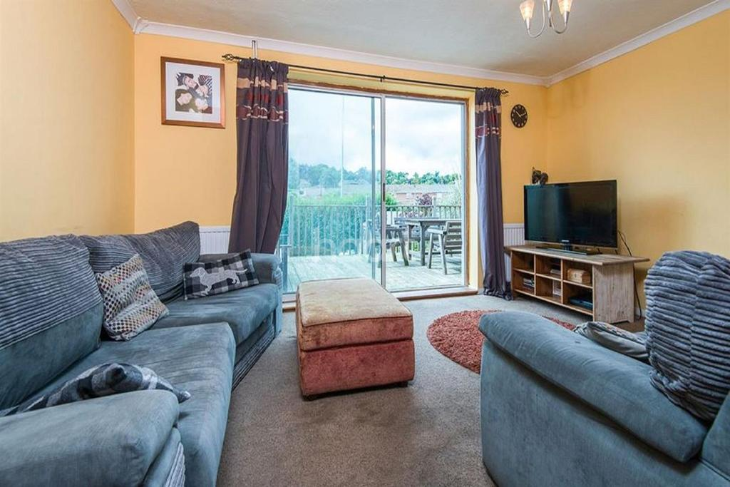 3 Bedrooms Semi Detached House for sale in Birkbeck Way, Thorpe St Andrew