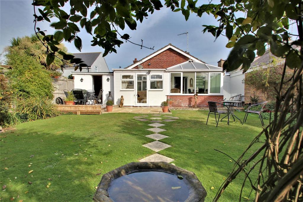 2 Bedrooms Bungalow for sale in St Johns Road, Clacton-On-Sea