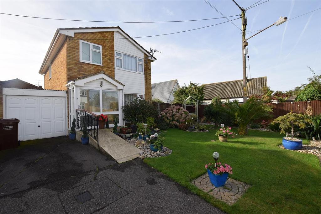 3 Bedrooms Link Detached House for sale in Rochford Road, Canvey Island