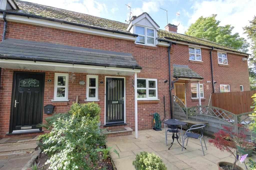 2 Bedrooms Terraced House for sale in Turners Lane, North Ferriby