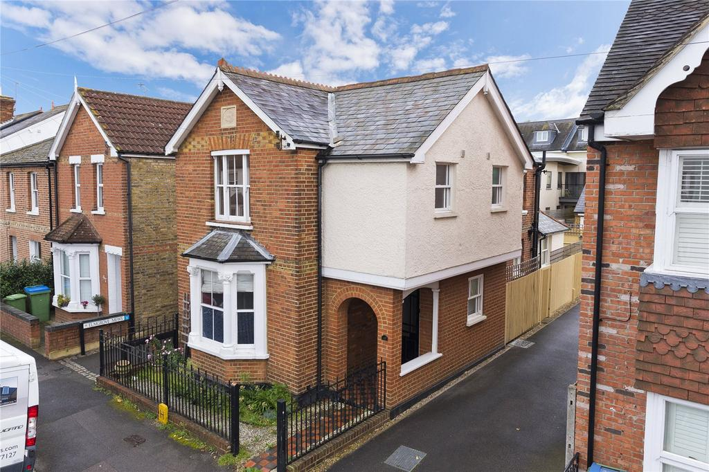 3 Bedrooms Detached House for sale in Elmgrove Road, Weybridge, KT13