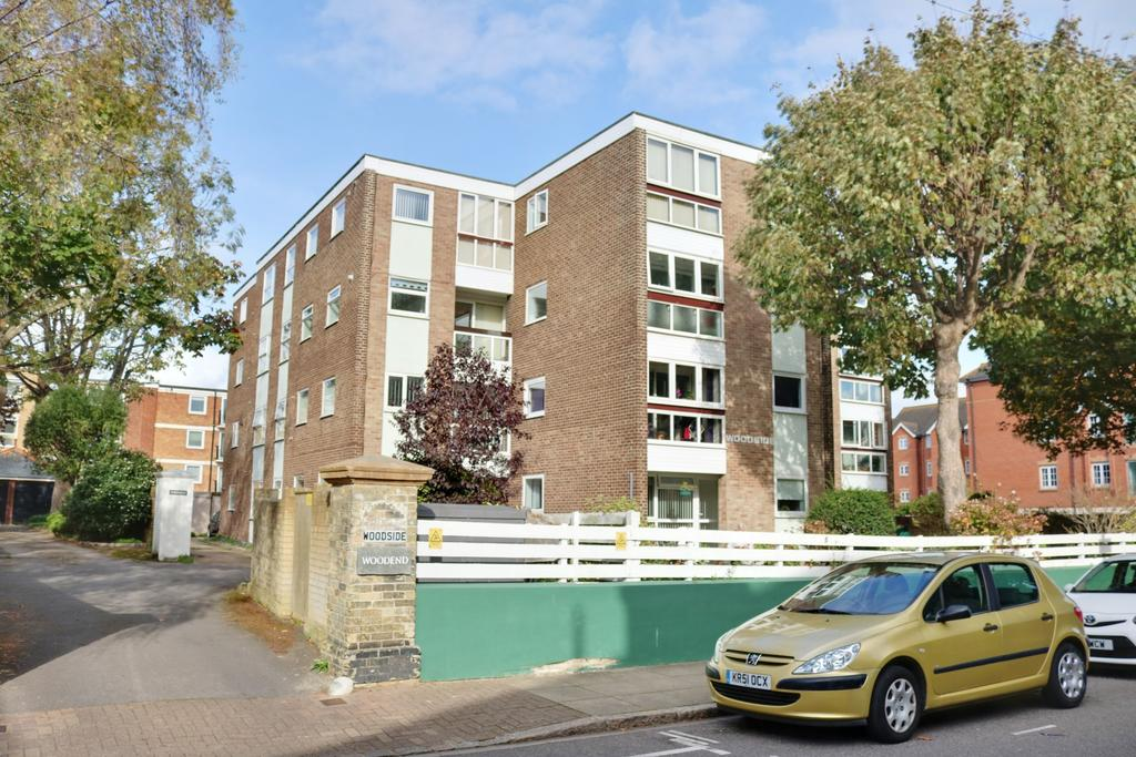 2 Bedrooms Apartment Flat for sale in Queen's Crescent, Southsea