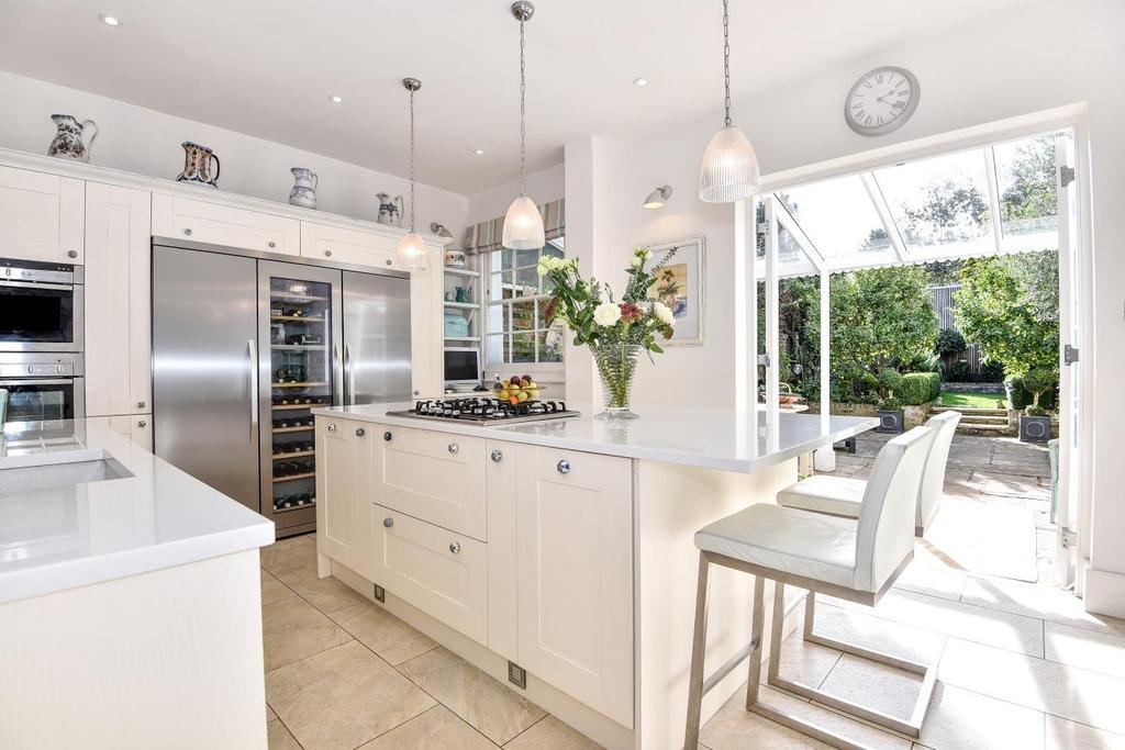 4 Bedrooms Semi Detached House for sale in Champion Grove, Camberwell