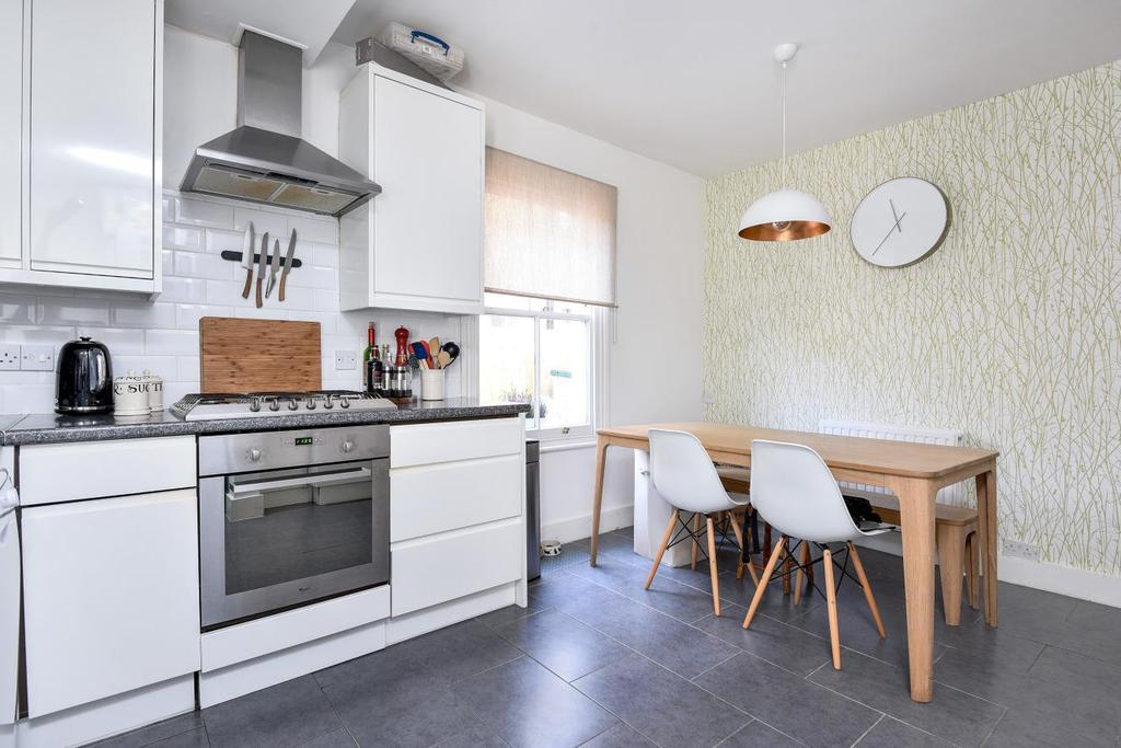2 Bedrooms Flat for sale in Haverhill Road, Balham