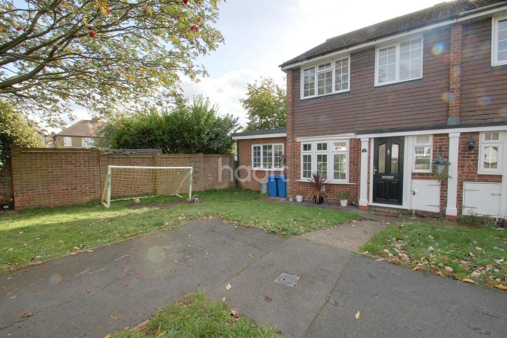 3 Bedrooms End Of Terrace House for sale in Takeley Close, Collier Row, Romford