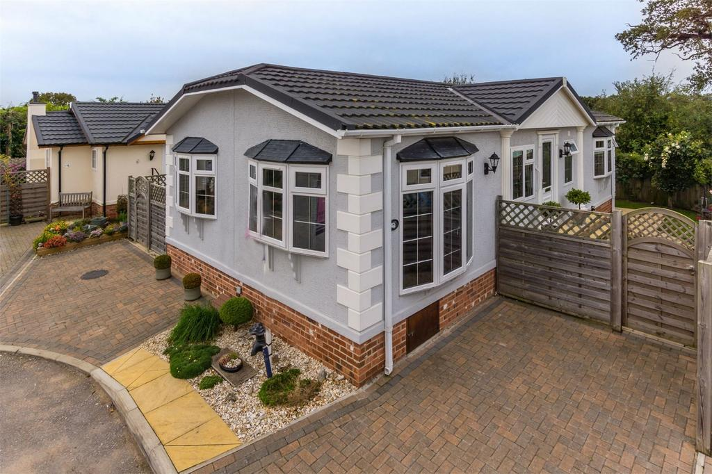 2 Bedrooms Detached Bungalow for sale in Swanlow Drive, Acaster Malbis, YORK