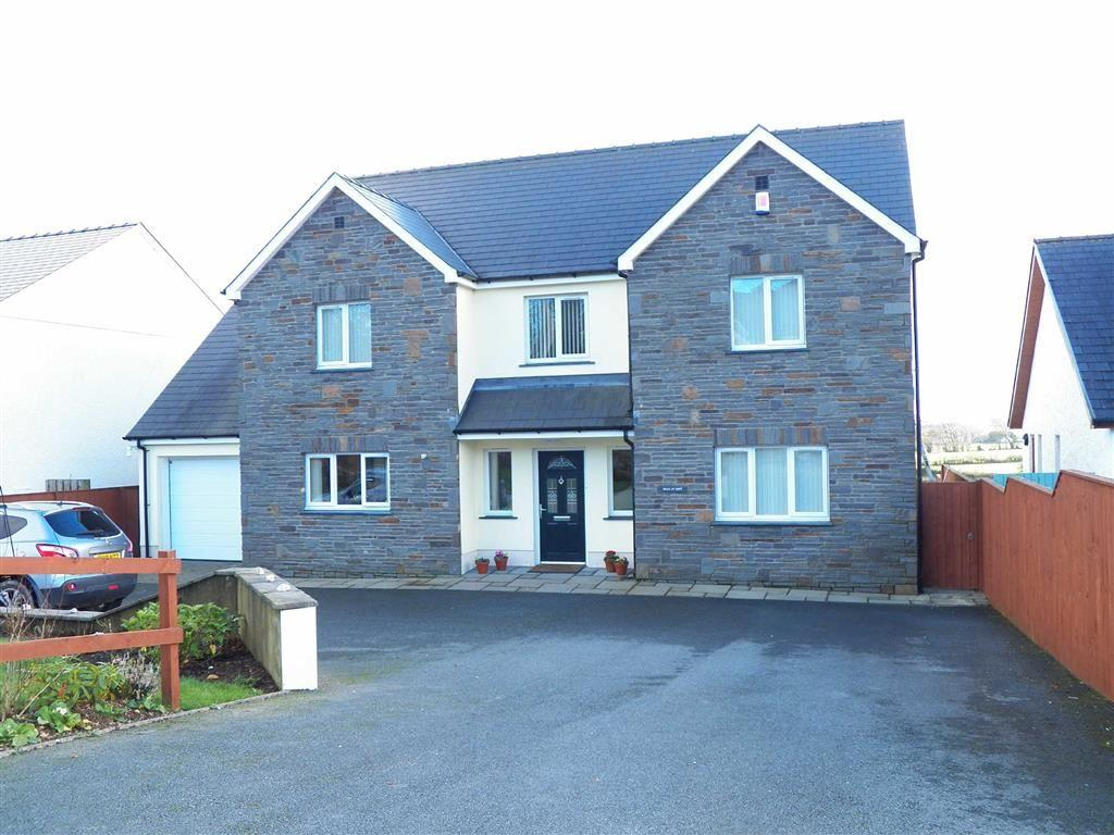 4 Bedrooms Detached House for sale in Panteg Cross, Llandysul, Ceredigion