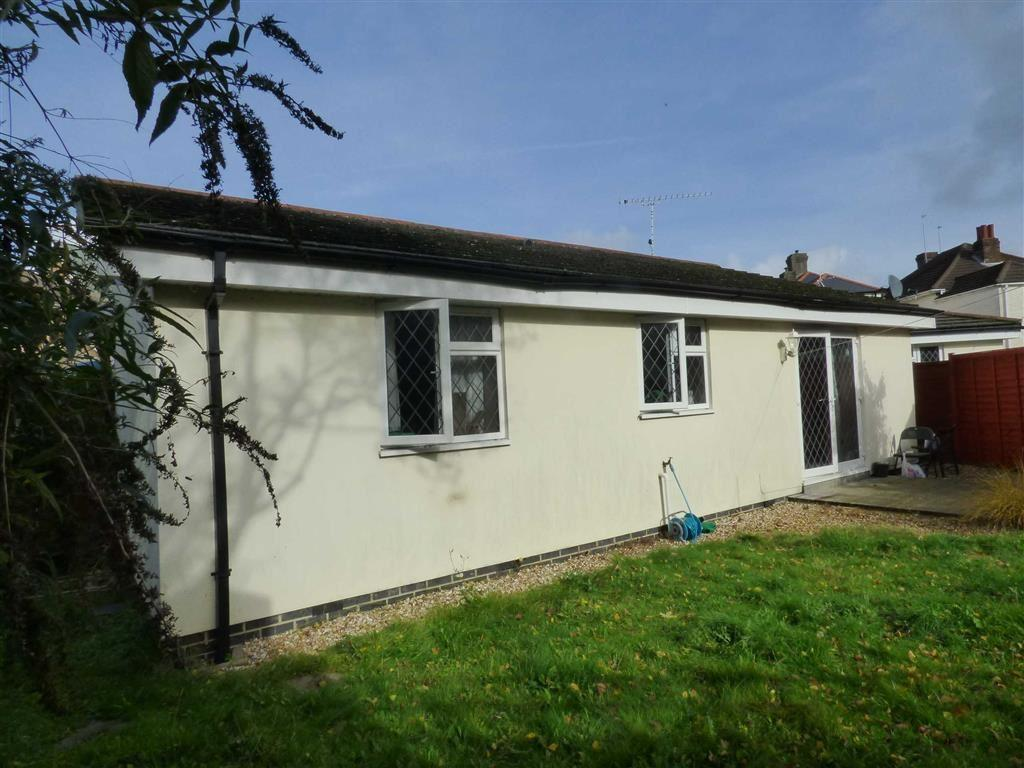 2 Bedrooms Bungalow for sale in Luther Road, Winton, Bournemouth, Dorset