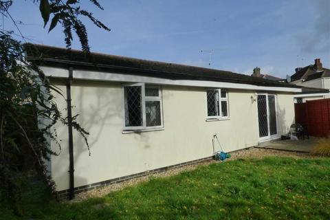 2 bedroom bungalow for sale - Luther Road, Winton, Bournemouth, Dorset
