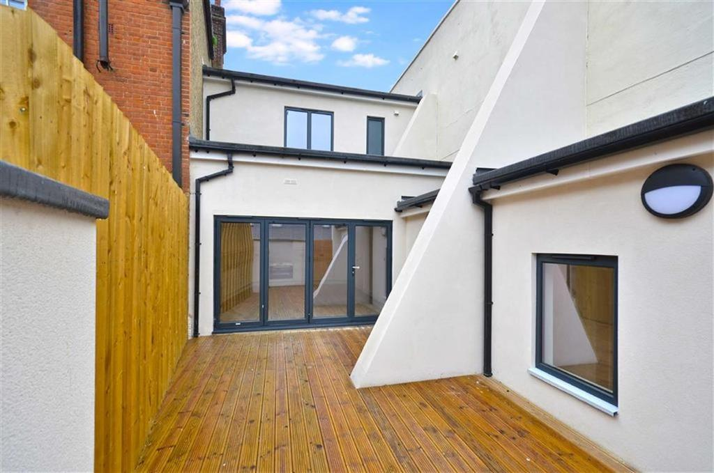 2 Bedrooms Apartment Flat for sale in The Parade, Watford, Hertfordshire