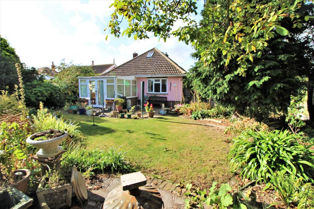 2 Bedrooms Detached Bungalow for sale in Willow Avenue, Kirby Cross, Frinton-On-Sea