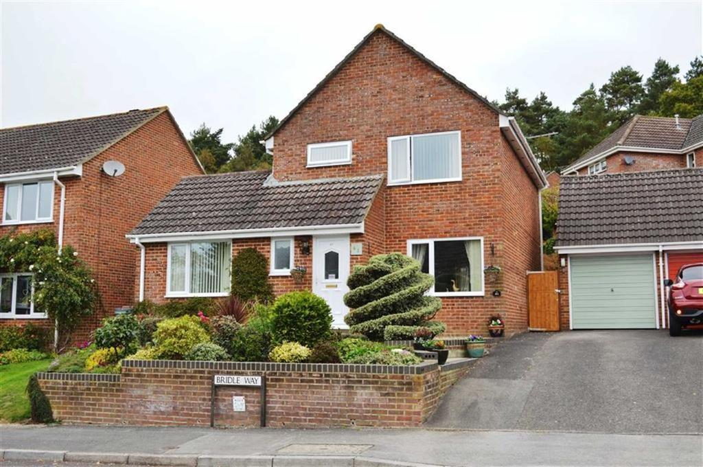 3 Bedrooms Detached House for sale in Bridle Way, Wimborne, Dorset