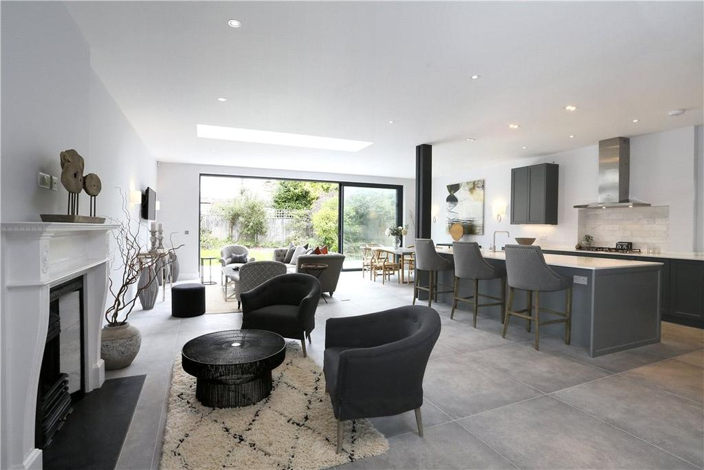 5 Bedrooms Semi Detached House for sale in Oakwood Road, London, SW20