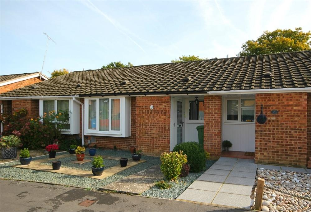 2 Bedrooms Terraced Bungalow for sale in Knightswood, Birch Hill, Bracknell, Berkshire