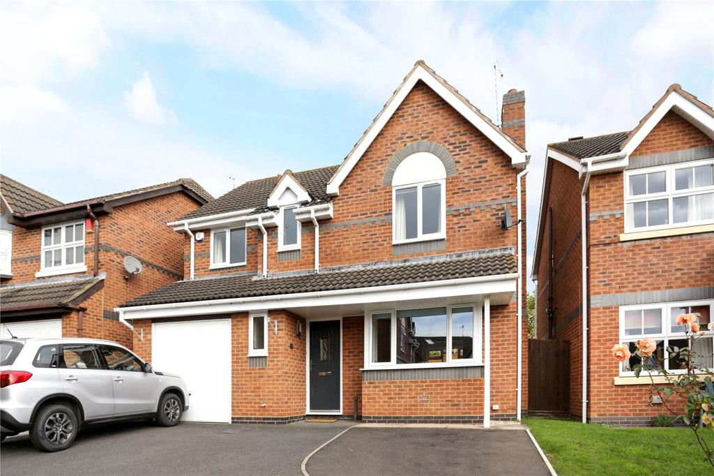 4 Bedrooms Detached House for sale in Brockhill Village, Norton, Worcester
