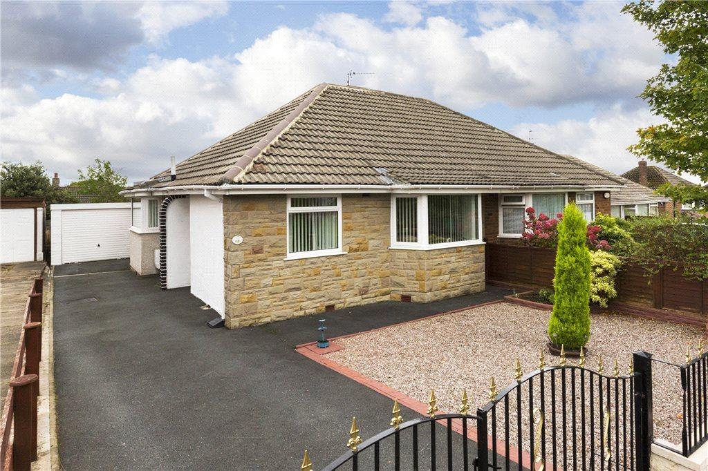 2 Bedrooms Semi Detached Bungalow for sale in Grove Farm Close, Leeds, West Yorkshire