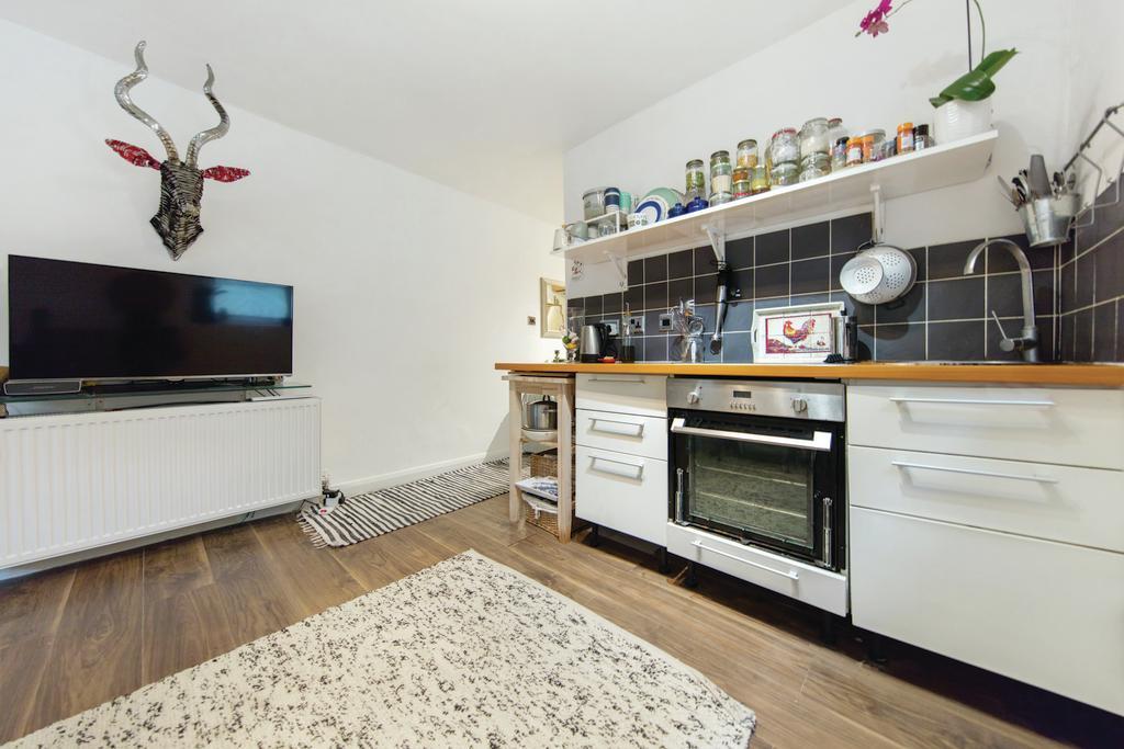 Studio Flat for sale in Macroom Road, W9