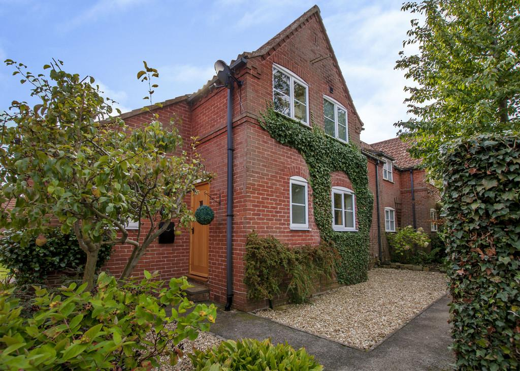 3 Bedrooms Semi Detached House for sale in Town Street, Lound, Retford
