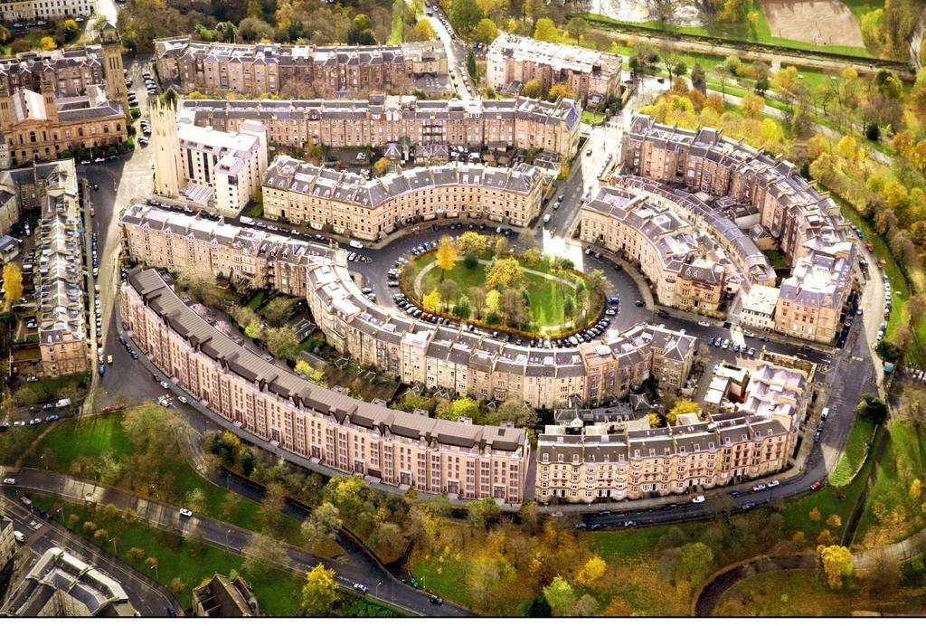 3 Bedrooms Flat for sale in Park Quadrant, Glasgow, G3